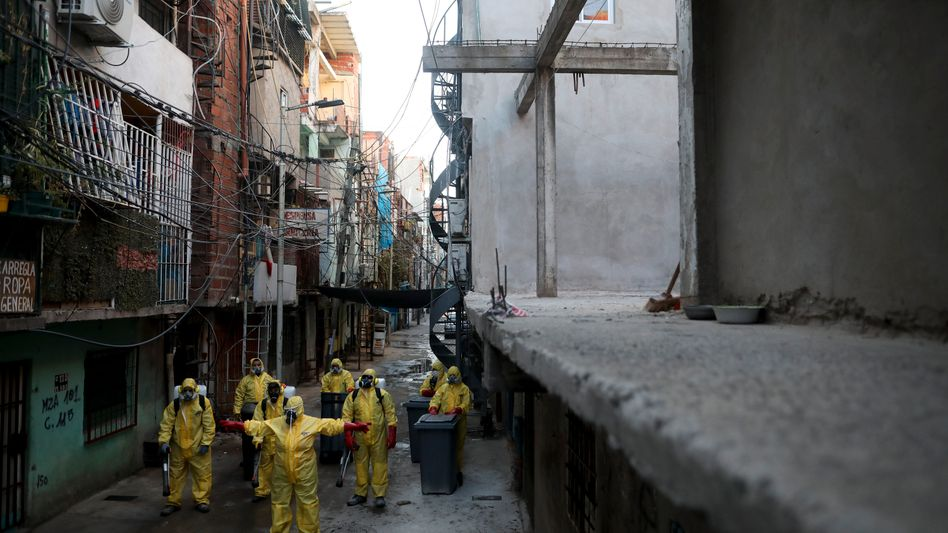 "Desinfektionsaktion in dem Armenviertel ""Villa 31"" in Buenos Aires"