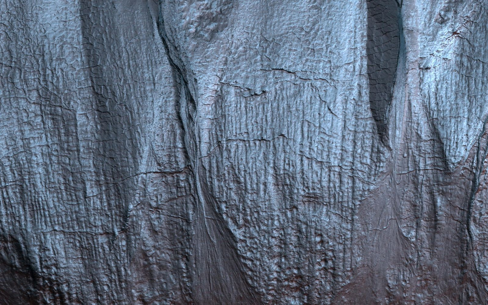 Gullies on Mars form during the winter, made liquid by carbon dioxide frost.