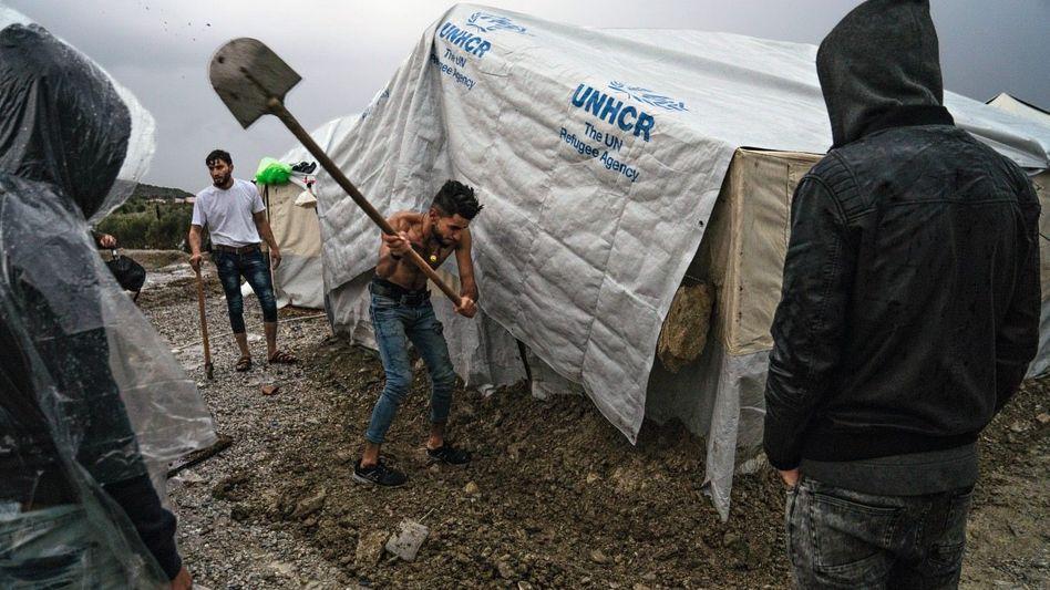 Improvisierte Flüchtlingszelte auf Lesbos: »Vor einem Krieg geflohen und in einem neuen gelandet«