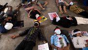 Junge Demonstrantin stirbt Tage nach Kopfschuss