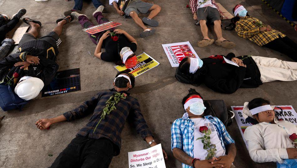 Proteste in Yangon: Seit dem Militärputsch am 1. Februar kommt es zu Massendemonstrationen