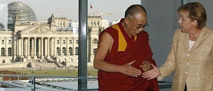 Merkel und der Dalai Lama im Kanzleramt: Der Religionsführer betonte, er strebe nicht die Unabhängigkeit Tibets von China an