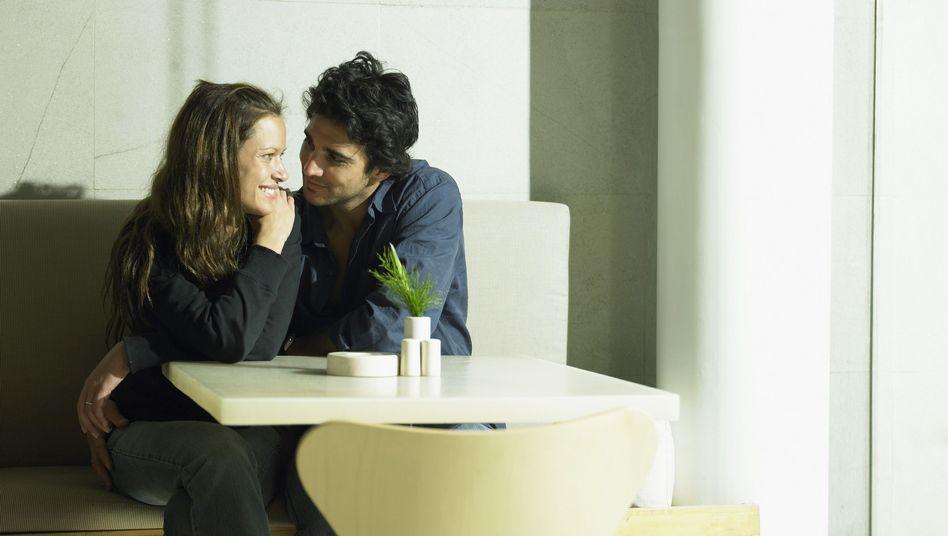 Frisch verliebt: Viele Paare reden in den ersten Wochen vor allem über Musik