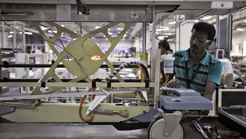 Fachkraft in einer indischen Fabrik: Kanada und USA als Ziel attraktiver