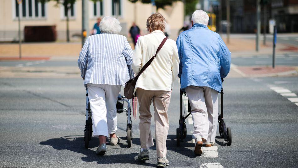 Senioren unterwegs (Symbolbild)