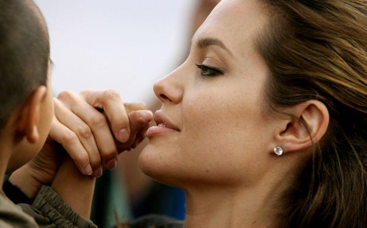 Jolie mit ihrem 2002 adoptierten Sohn Maddox aus Kambodscha