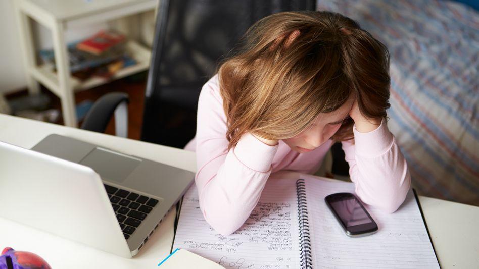 Unterricht von zu Hause aus: Homeschooling kann Kinder belasten