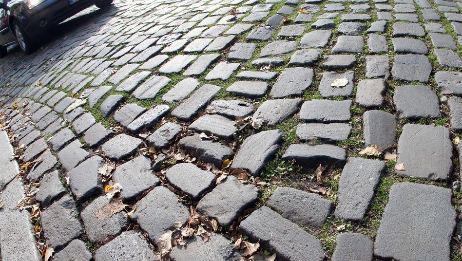 Pflasterstraße: Ohne Mineralölsteuer fehlt das Geld für moderne Straßen