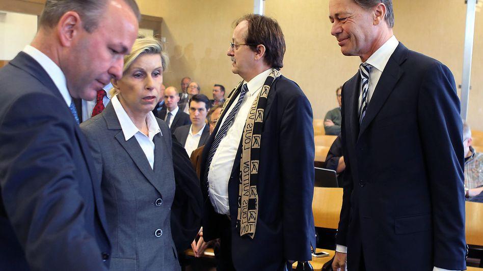 """Schickedanz (2.v.l.) und Middelhoff (r) im Gericht: """"Strohfrau-Konstruktion"""""""