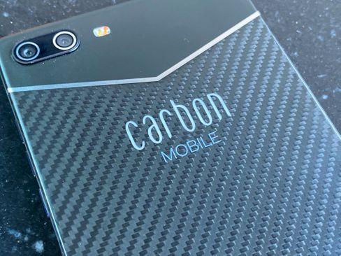 Während die eigentliche Hülle aus funkdichtem Carbon besteht, stecken die Antennen oben unter einem Glasfaserdeckel