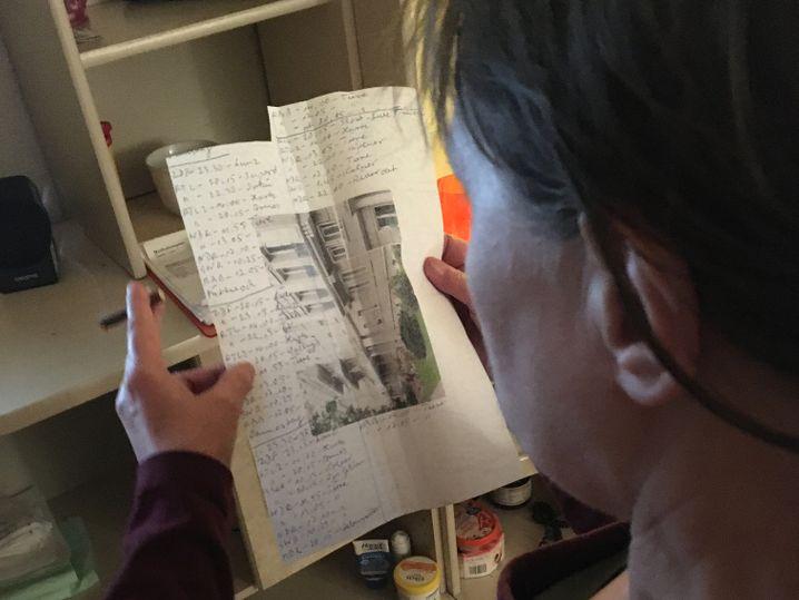 Karola G.: Den Kontakt zu ihrer Mutter und zu ihrem Sohn hält sie über Anrufbeantworter – ohne Erwiderung