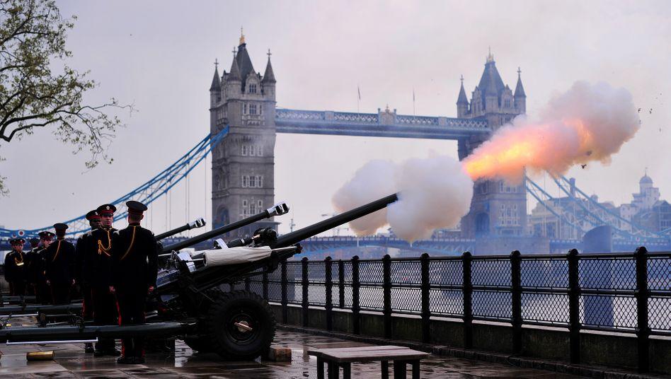 Salutschüsse unweit der Londoner Tower Bridge (Archivbild)