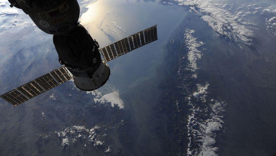 Sojus-Kapsel an der Internationalen Raumstation: Russen wollen All-Flüge teurer machen