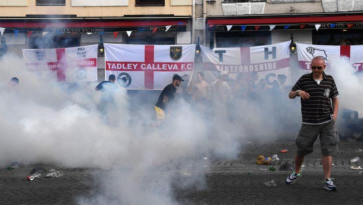 EM-Spielort Marseille: Tränengas und fliegende Stühle