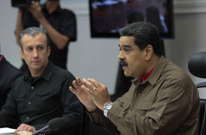 Venezuelas Präsident Nicolas Maduro (rechts)