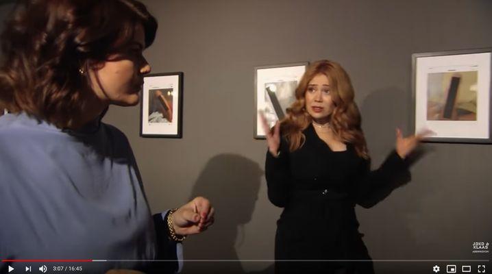 """Moderatorin Passmann (l.), Schauspielerin Rojinski vor Dickpics im """"Männerwelten""""-Video: """"Hart, bitter"""""""