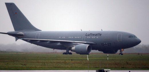 Luftwaffe fliegt an Covid-19 erkrankte Italiener nach Deutschland