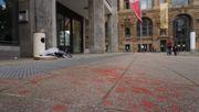 Identitäre hängen Banner an Stuttgarter DGB-Gebäude