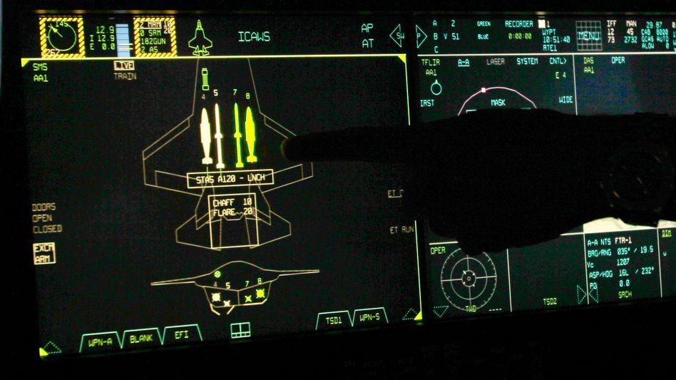 Hightech-Cockpit des Kampfjets F-35: Bedroht durch mangelhafte Bauteile aus China?