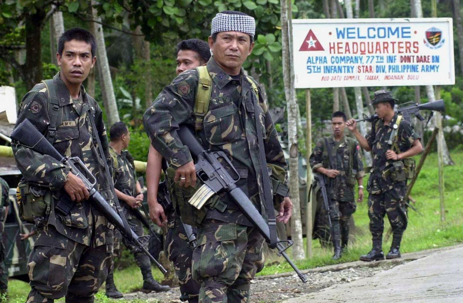 PHILIPPINES-HOSTAGE-ROAD BLOCK