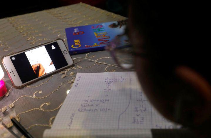 Wie hier in Ägypten haben teilweise sogar Schulen aufgrund des Coronavirus ihren Unterricht auf Zoom verlegt
