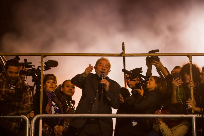 """Lula at a 2016 protest: """"I was convicted in the first instance without the presentation of a single piece of evidence."""""""