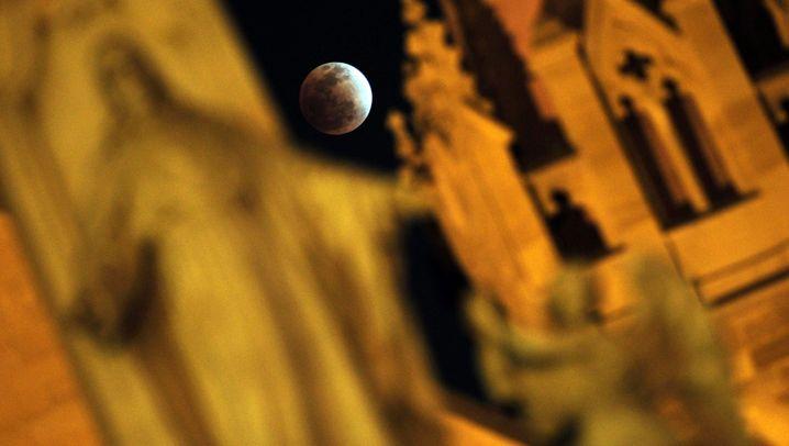 Seltenes Himmelspektakel: Blutmond im Dezember 2011