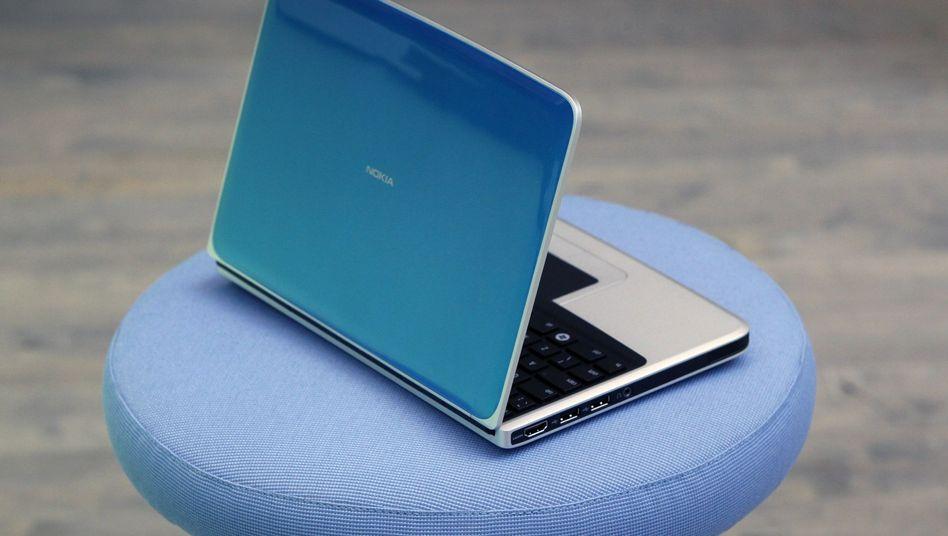 Sowas von blau: Eine Woche vor dem Launch hat Nokia den Schleier über seinem ersten Netbook ein wenig gelüftet - wohl auch, damit es in der nächsten Woche nicht im Ifa-Meldungsgewitter untergeht.