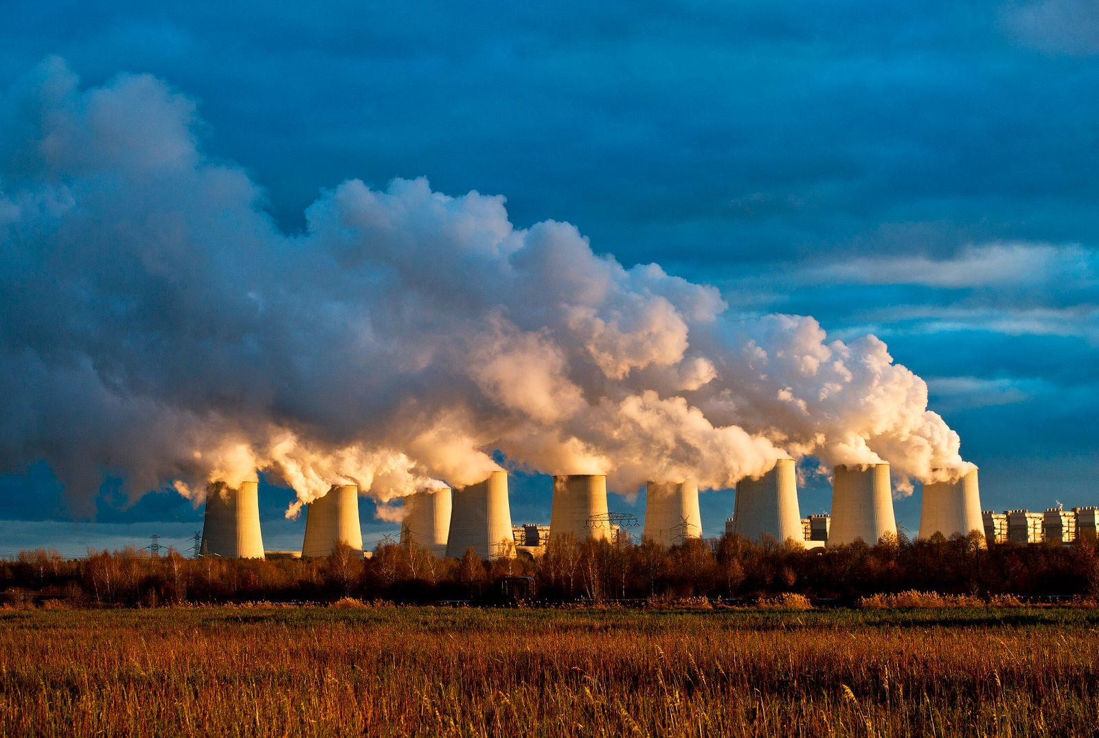 Kohlekraftwerk / Schlote / Emissionshandel