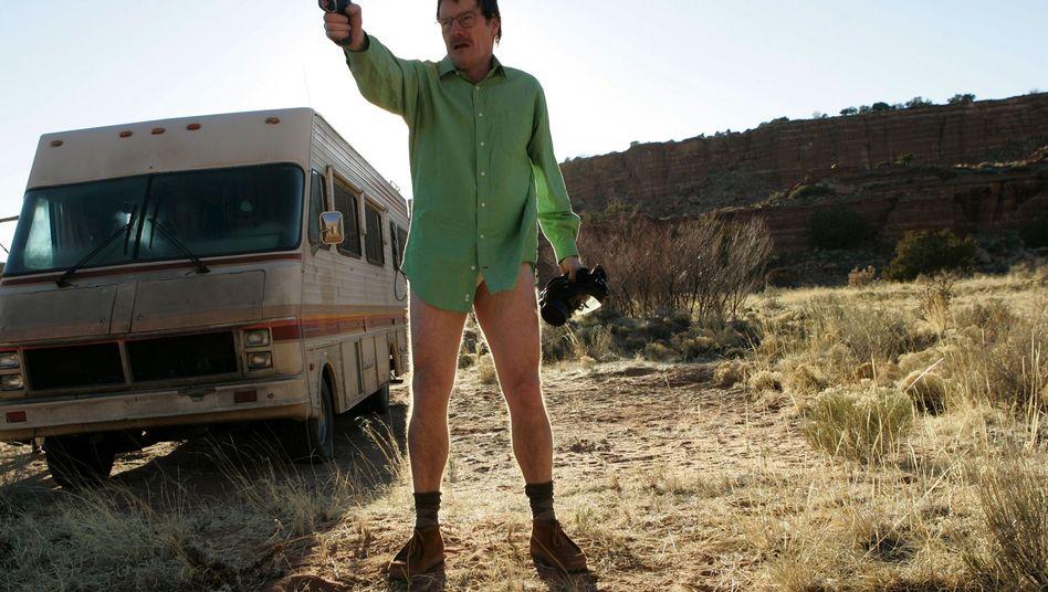 """Walter White (Bryan Cranston) in der Serie """"Breaking Bad"""": Küche voller Chemikalien"""