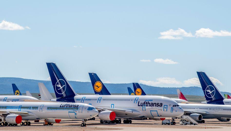 Geparkte A380 und A340 der Lufthansa im spanischen Teruel
