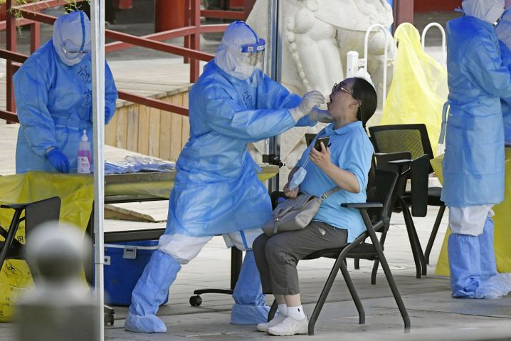 Nach dem jüngsten Corona-Ausbruch ordnet Peking Massentests in den betroffenen Vierteln an