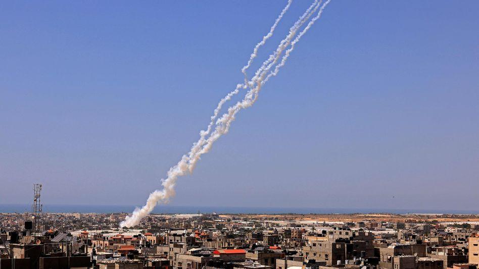 Raketen der Hamas werden aus der Stadt Rafah im Gazastreifen in Richtung Israel abgefeuert