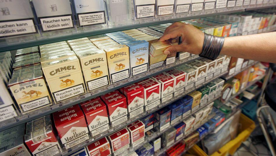 Zigaretten im Regal: Deutliche Preissteigerung bis 2015 geplant