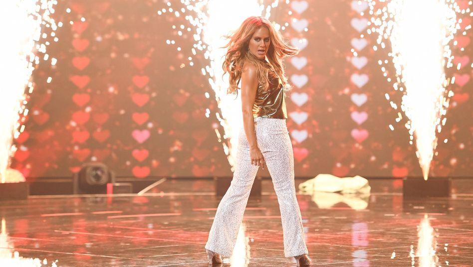 Sieht aus wie Jennifer Lopez, oder? Aber wer steckt drin? RTL lässt in seiner neuen Show raten