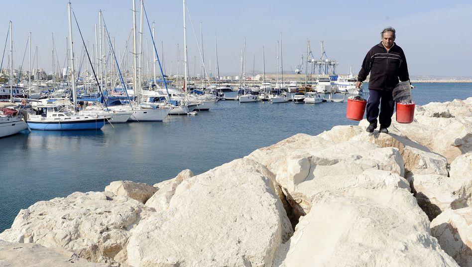 Fischer im Hafen von Larnaka: Zypern droht der Staatsbankrott