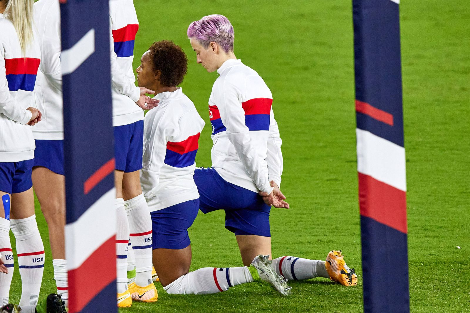 ORLANDO, FL - JANUARY 18: Several United States players including United States forward Megan Rapinoe (15) and United St