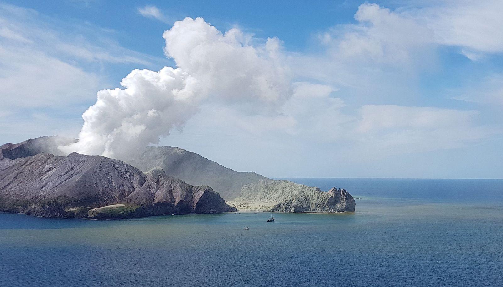 EINMALIGE VERWENDUNG Vulkanausbruch/ white island/ Neuseeland