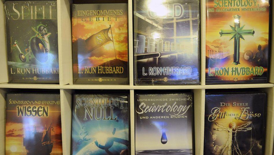 Bücher des Scientology-Gründers Hubbard: Brand-Mail einer langjährigen Mitarbeiterin