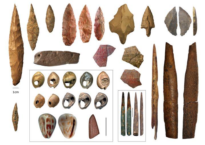 Artefakte aus der Mittleren Steinzeit, die im Norden und S ü den des afrikanischen Kontinents gefunden wurden
