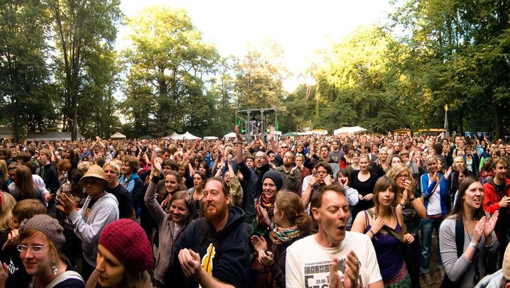 Appletree Festival: Bühne im Garten, Dusche im Freibad