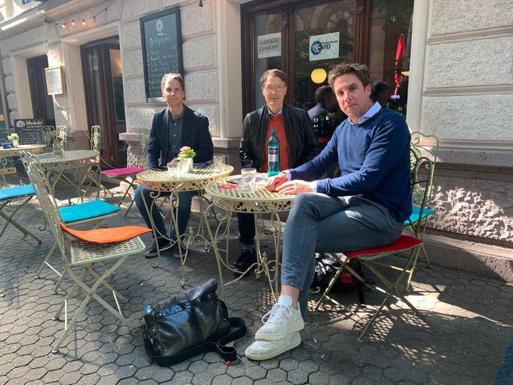 SPIEGEL-Redakteure Martin Knobbe und Markus Feldenkirchen im Gespräch mit Karl Lauterbach in Köln