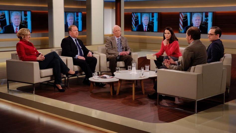 Moderatorin Anne Will (2.v.r.) mit Gästen