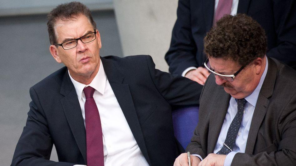 """Entwicklungsminister Müller (CSU): WM in Katar müsse """"gestoppt"""" werden"""