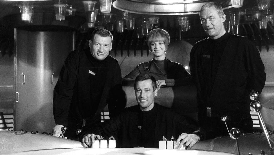 Leutnant Mario de Monti (Wolfgang Völz), Major Cliff Allister McLane (Dietmar Schönherr), Leutnant Tamara Jagellovsk (Eva Pflug) und Leutnant Hasso Sigbjoernson (Claus Holm)