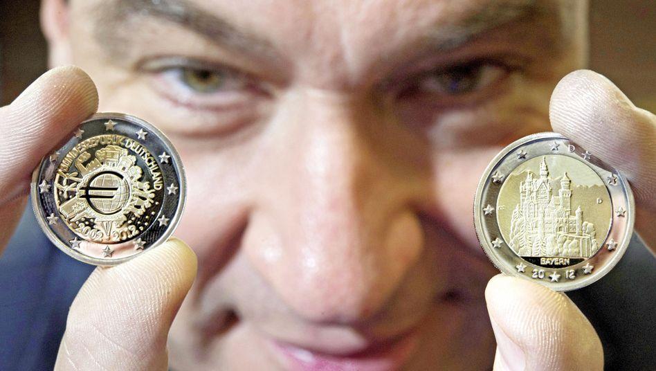 Finanzminister Söder mit Euro-Sondermünze: Harte Strafen für verschuldete Bundesländer