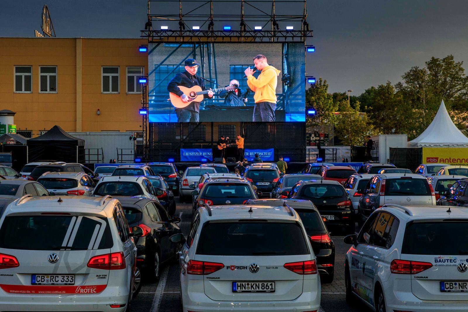 Erstmals Autokino auch in Cottbus DEU/Brandenburg/Cottbus Seit diesem Mittwoch gibt es auch in Cottbus ein Autokino,