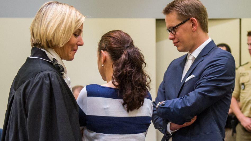 Angeklagte Zschäpe, Verteidiger: Angeklagt als Mittäterin bei zehn Morden
