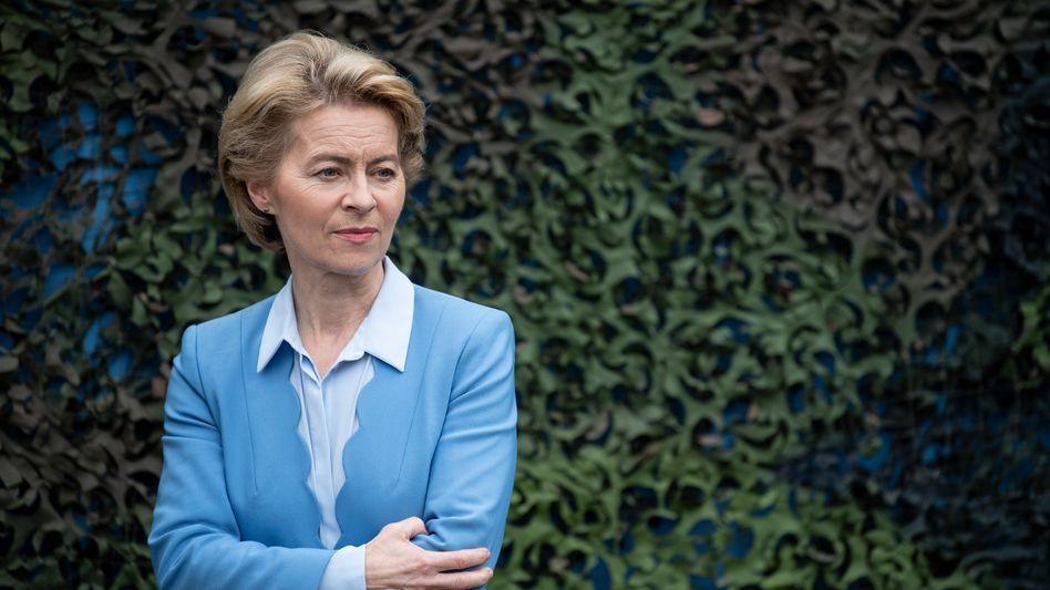 Ursula von der Leyen (Im Mai 2019 als Verteidigungsministerin bei einem Truppenbesuch in Bruchsal)