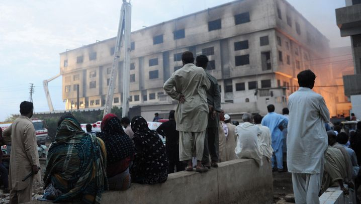 Brandkatastrophe in Karatschi: Feuer in Textilfabrik
